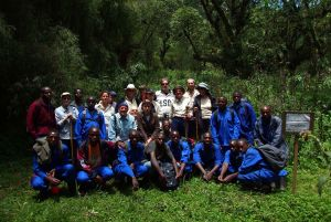 Gruppe am Dian Fossey Memorial
